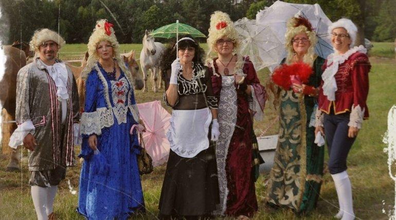 """Sołectwo Dzieszkowo zaprosiło Teatr My na lokalną uroczystość – """"Dzień Konia"""".  28. 07. 2018  reprezentowaliśmy nasze stowarzyszenie, a zarazem uświetniliśmy wspaniałą imprezę."""